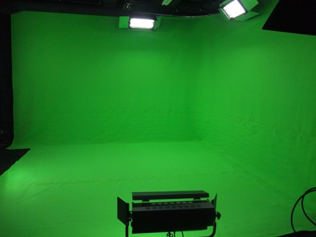 <p>クロマキーカーテン デジタルグリーン 9mx3.6m+4.3mx4.3m床用</p>